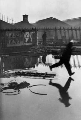 Place de l'Europe, Gare Saint Lazare, Paris, 1932 © Henri Cartier-Bresson / Magnum Photos